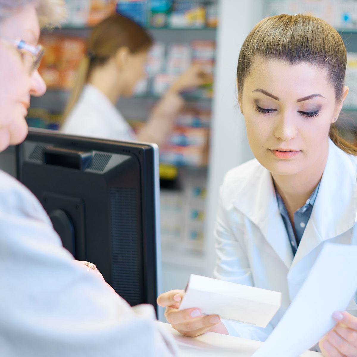 pharmacist-helping-elder
