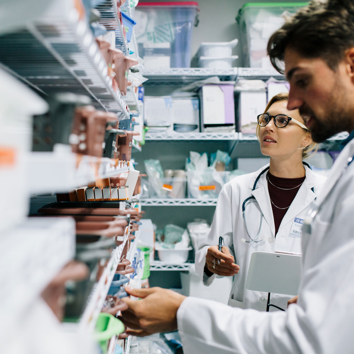 pharmacists-looking-for-medicine